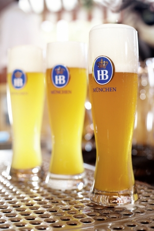 各国より直輸入の樽生ビールが楽しめる。※画像は、ドイツ・ホフブロイ