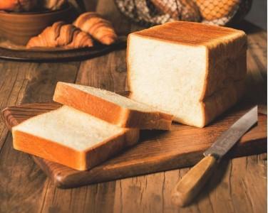 フランス産発酵バター入食パン(1斤) 591円