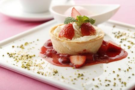「国産いちごのキッシュショートケーキ アイス添え」 1,598 円