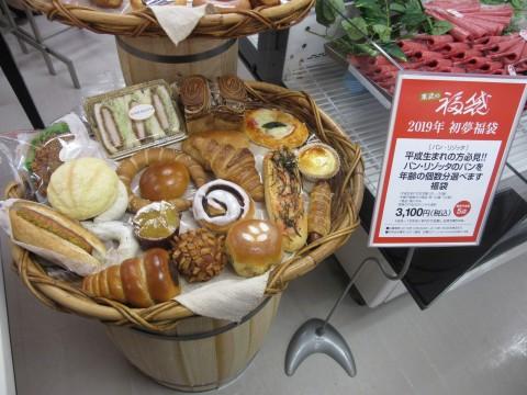 年齢の個数分のパンを選べる。パンは約120種類とバリエーションも非常に豊富