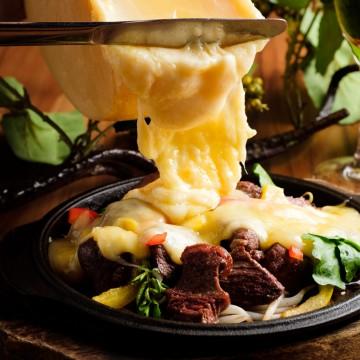アンガス牛と蝦夷鹿のサイコロステーキ
