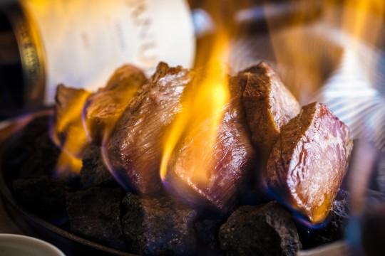 燃えるボルケーノステーキ