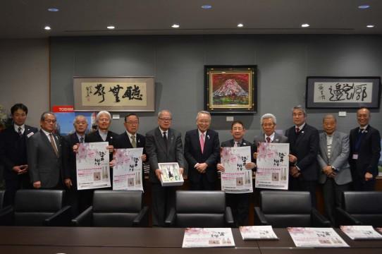 染井よしの桜の里駒込協議会から 今年のお酒とポスターの報告の様子