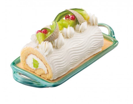 【Gateau de Beauieux】 Roll cake of melon (1 piece, approx. 15 cm in length) 1,944 yen Roll cake with plenty of melon inside and out.