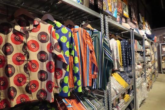 店内には服飾から日用品、玩具まで様々な雑貨がディスプレイされている