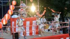 盛り上がるにゅ~盆踊りの様子(撮影:HARU)