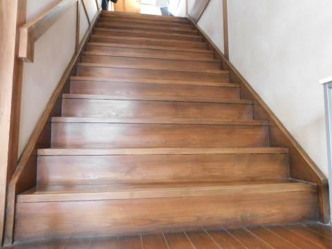 2階へ上る階段