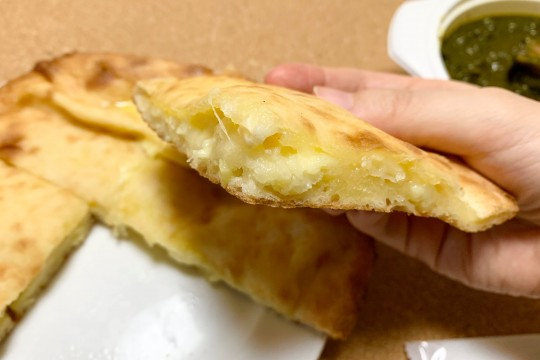 """""""Cheese Nan"""" is heavy and heavy, and it seems that it contains plenty of cheese."""