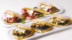 ナポリ名物のサンドイッチ「パヌッツォ」各580円