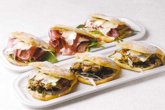 "Naples specialty sandwich ""Panuzzo"" 580 yen each"