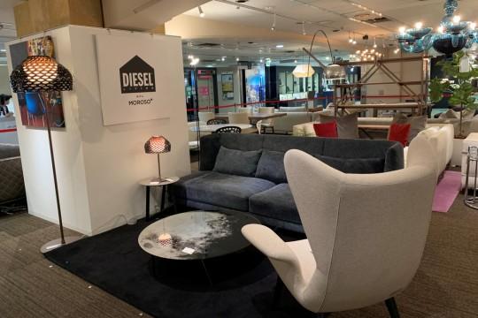 世界的アパレルブランド「DIESEL」がイタリアを代表する家具ブランド「MOROSO」とコラボして誕生した新進気鋭の「DIESEL LIVING」。ロックテイストの斬新なデザインが目を引きます。