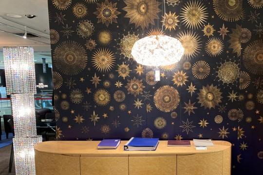 美しい壁紙が空間を演出しています